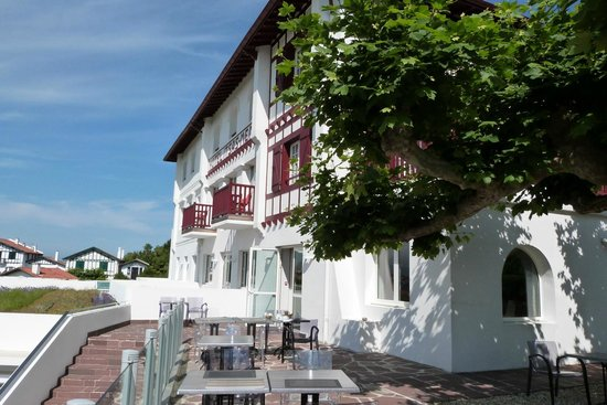 Hotel Itsas Mendia : Hôtel et coin terrasse