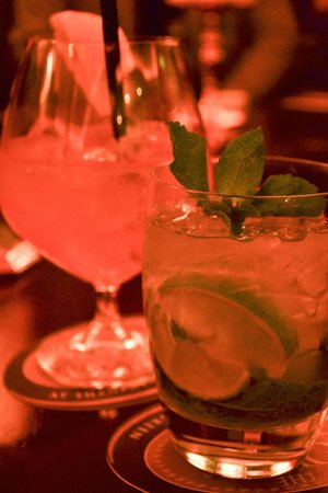 Shanahan's on The Green: Champagne Mojito in the Oval Office
