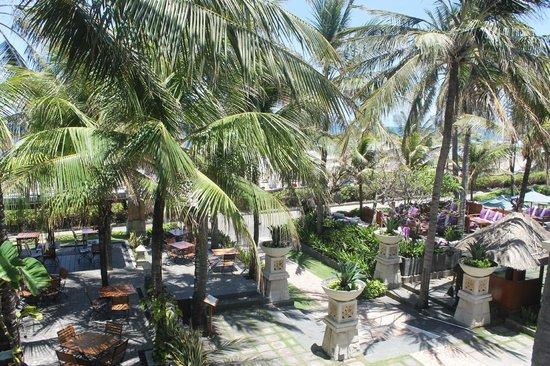 Bali Mandira Beach Resort & Spa: Frühstück am Strand