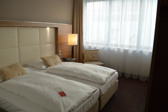 H4 Hotel Berlin Alexanderplatz: Room
