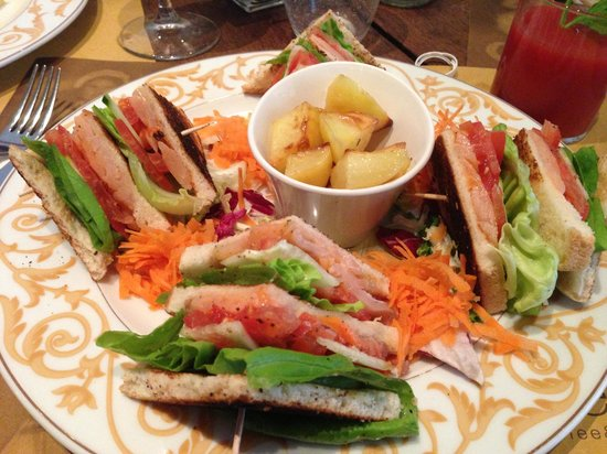 Refeel: Salmon Club Sandwich