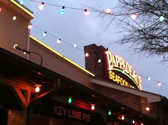 Pappadeaux Seafood Kitchen: outside patio