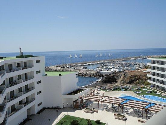 Apartamentos Gema Aguamarina Golf: View from the roof top sun bating area.