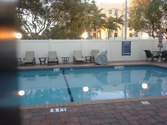BEST WESTERN  Fort Lauderdale Airport/Cruise Port: Pool area at Best Western Fort Lauderdale Airport/Cruise Port