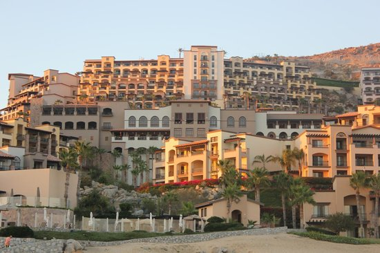 Pueblo Bonito Sunset Beach Golf & Spa Resort: The view of PB Sunset resort from the beach