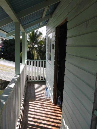 Hostal Mar e Iguana: Balcon étroit de la chambre Slothe.