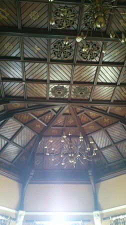Faithlegg House Hotel & Golf Resort: Part of the beautiful ceiling in the Boardroom