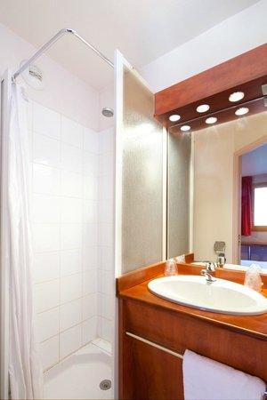 Premiere Classe Chilly Mazarin: Salle de bains