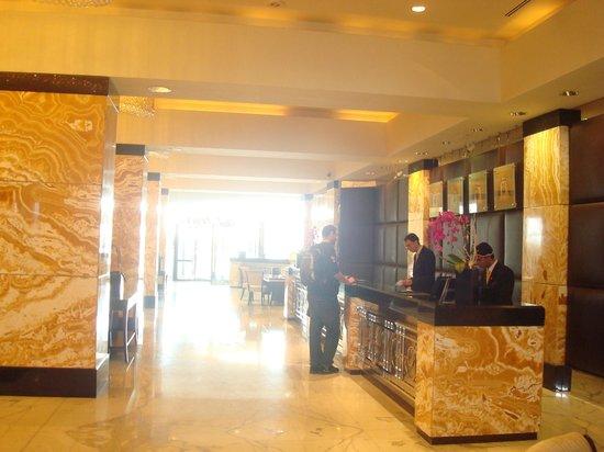 InterContinental Abu Dhabi: Hotel loby
