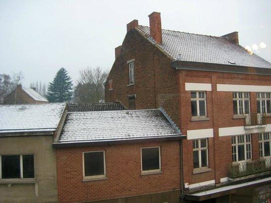 A Fleur de Couette : Snow on roofs on 29th March!
