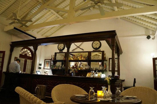 Royal Bar & Hotel: bar at upstairs restaurant