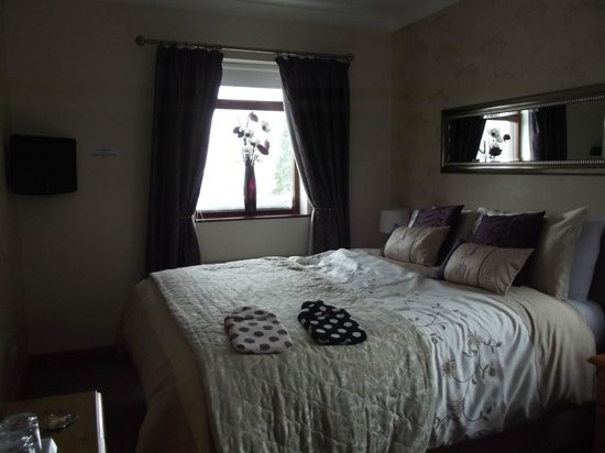 Park Top House: Our bedroom, room number 4. Amazing views of the countryside.