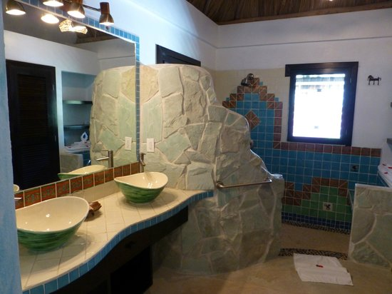 Matachica Resort & Spa: Spacious bathroom