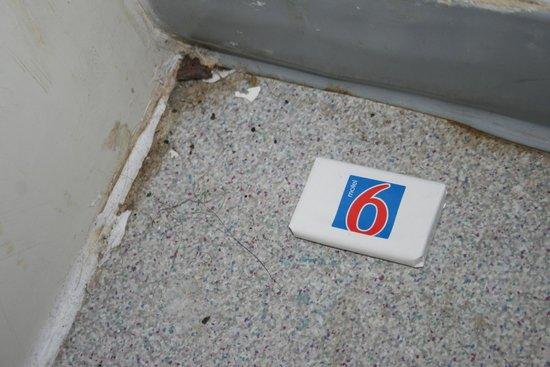 Motel 6 Dalton: Beside the shower room 108