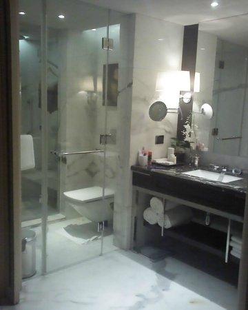 เจดับบลิว แมริออท มุมไบ จูฮู: bathroom