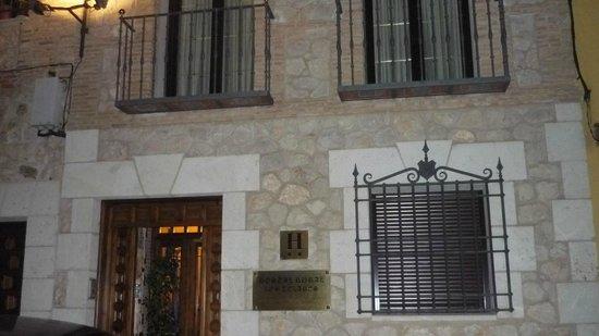 Hostal Rural Los Telares: Entrada al hostal