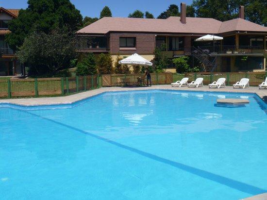 Hotel Pucon Green Park: Piscina grande y limpia