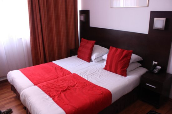 Falcon Plaza Hotel: Doppelzimmer
