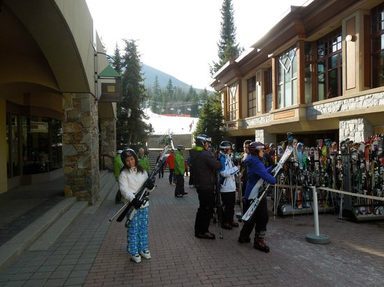 Four Seasons Resort and Residences Whistler: ski concierge-they will carry your skis up the steps for you if you want!