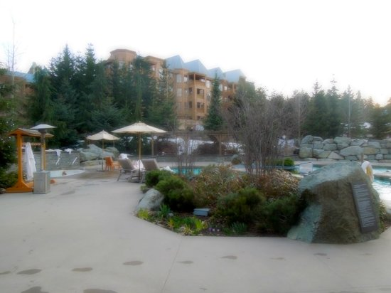 Four Seasons Resort and Residences Whistler: pool area