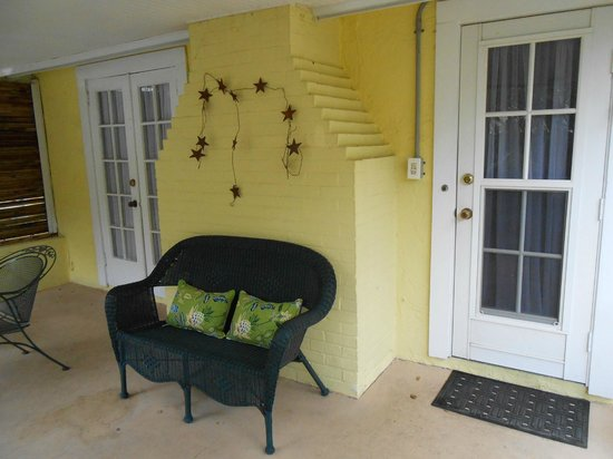 Mango Inn Bed and Breakfast: Pineapple Suite Veranda