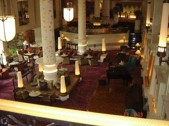 Dusit Thani Bangkok: desde el lobby vista a uno de los piano bares