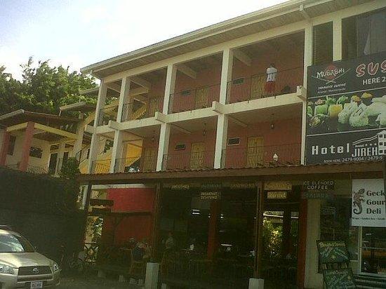 Hotel Arenal Jireh: Fachada del hotel.