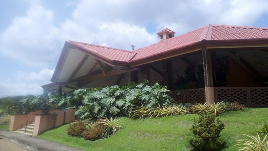 Finca Corsicana Pineapple Farm: The main building