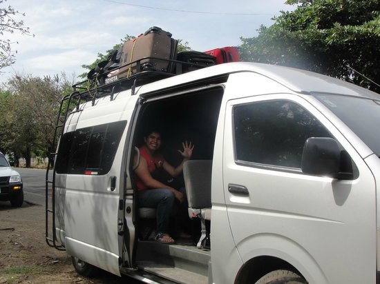 Eleda Transporte : The van stopped at a roadside fruit stand