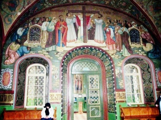 Cathedral of Saints Peter and Paul: Colourful painting in the Sanctuary
