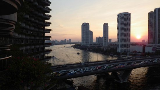 Shangri-La Hotel,Bangkok: Taksin Bridge from room