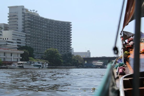 Shangri-La Hotel,Bangkok: Krungthep Wing from the river