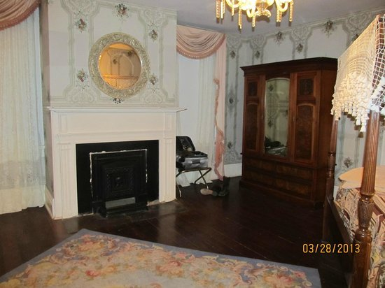 The Myrtles Plantation: Judge Clark Woodruff Suite