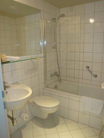 K+K Hotel Fenix: Badezimmer