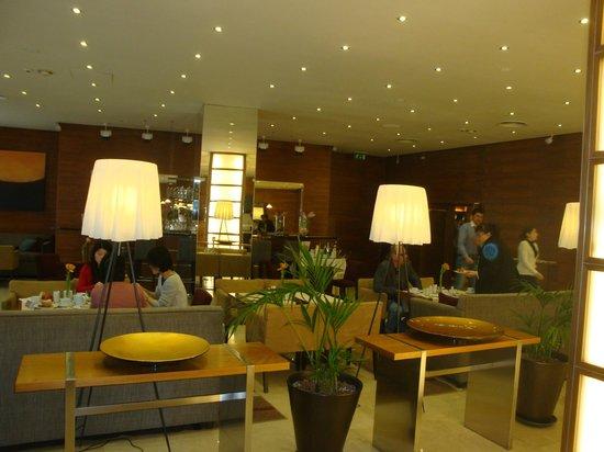 K+K Hotel Fenix: Eingangshalle/ Hotelbar