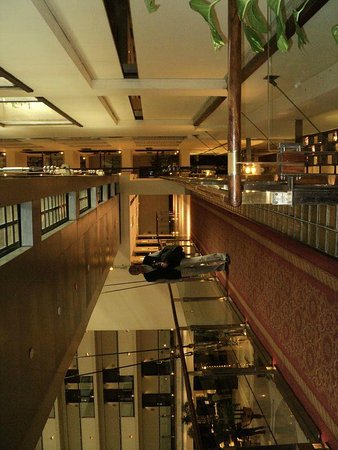 Pearl Continental Lahore: The beautiful floor plan with galleries which seem to be hanging!