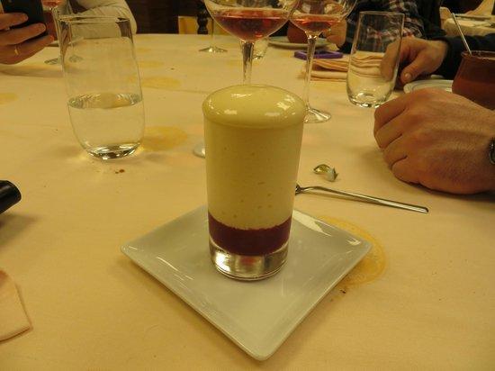 La Peseta Restaurante Hotel: musse de queso fresco con frambuesa