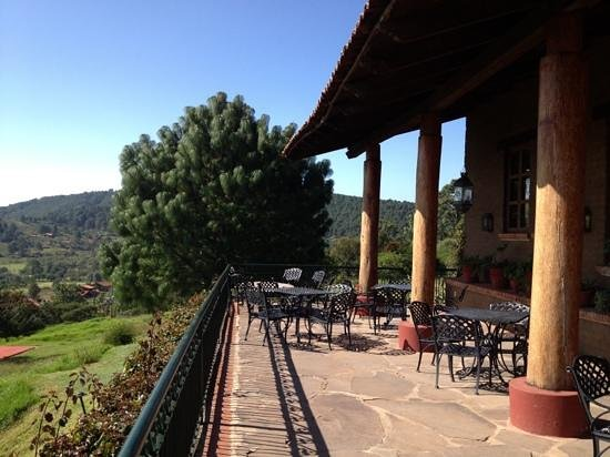 Hotel Tapalpa Country Club: the terrace of the hotel