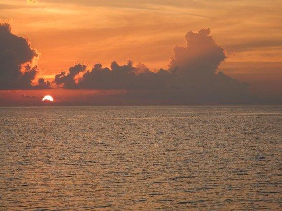 Coco Bodu Hithi: Sunset