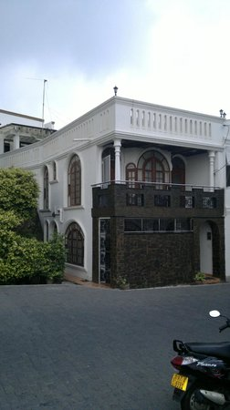 Fort De 19 Villa: Front view