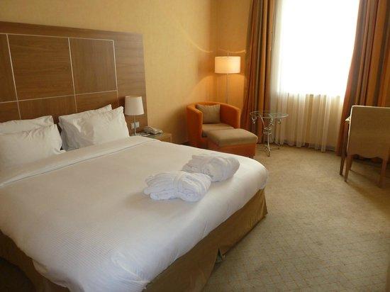 Hilton Imperial Dubrovnik: Bed/Lounge
