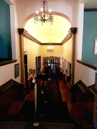 Hassayampa Inn: entrance to dining room