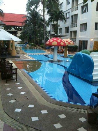 Hin Nam Sai Suay : Pool