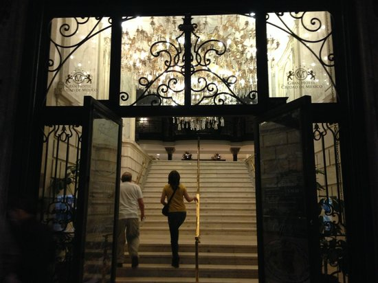 Gran Hotel Ciudad de Mexico: Entry from rather ordinary street, into a different world