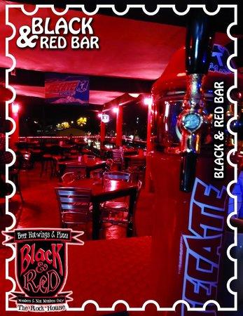 Black and Red Bar: Un lugar de amigos para los amigos