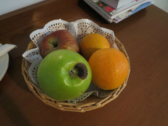 Thalassa Sea Side Resort & Suites: The less than welcoming Welcome fruit basket