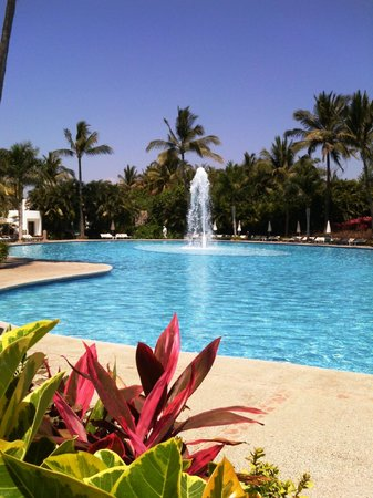 The Grand Mayan Nuevo Vallarta: Pool at Mayan Palace - quieter with lovely ocean view