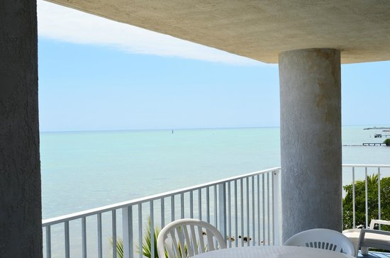 Days Inn and Suites Key Islamorada: Portion of balcony overlooking ocean