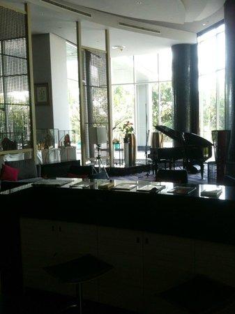 เบสท์ เวสเทิร์น พรีเมียร์ อมาแรนท์ แอร์พอร์ต โฮเต็ล: Pianobar