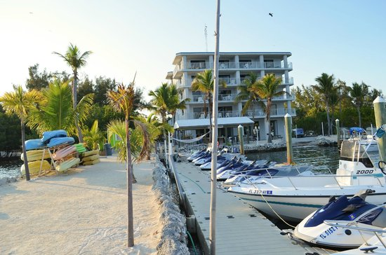 Days Inn and Suites Key Islamorada: Oceanfront suites from water